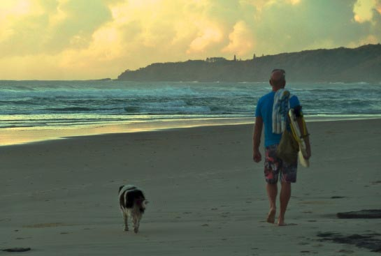 walking-dog-sunshine-coast