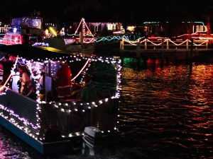 enjoy-mooloolabas-christmas-boat-parade-while-you-holiday-in-one-of-mooloolaba-holiday-accommodation-by-ozehols